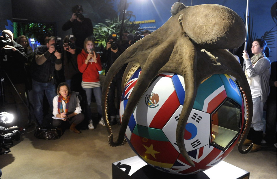Paul the octopus gets a monument