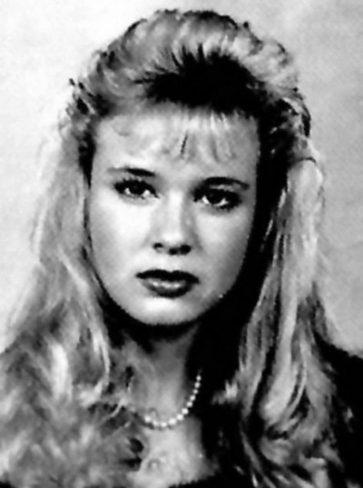Young Renne Zellweger before she was famous yearbook picture