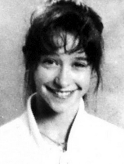Young Jennifer Love-Hewitt yearbook picture