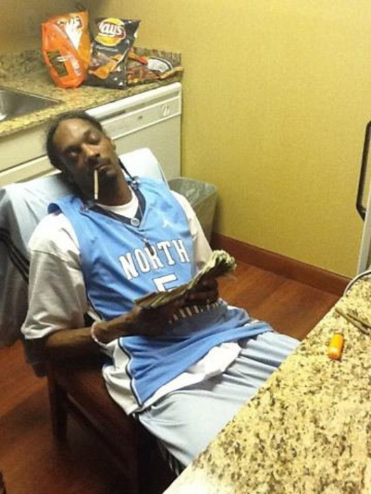 Snoop Dogg sleeping with money