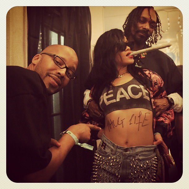 Rihanna smoking a joint with Snoop Dogg
