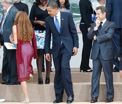 obama_checking_it_out.jpg