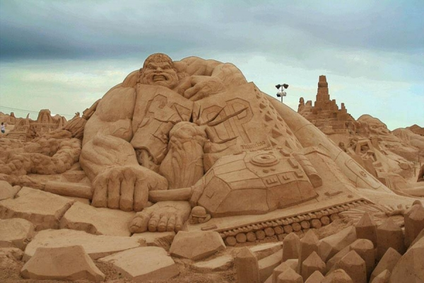 The Incredible Hulk sand sculpture