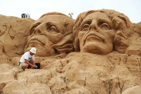 Mount Rushmore sand sculpture