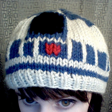 R2-D2 knitted hat