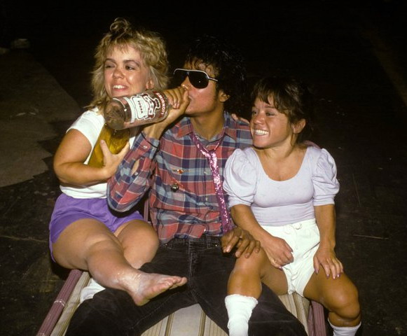 day: Michael Jackson is drinking Vodka with a couple of female midgets ...