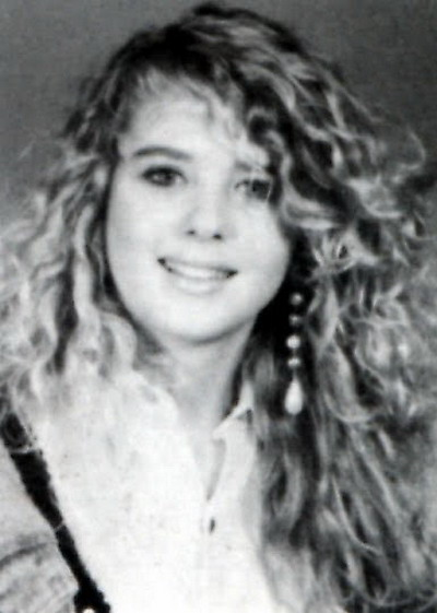 Young Tara Reid yearbook picture