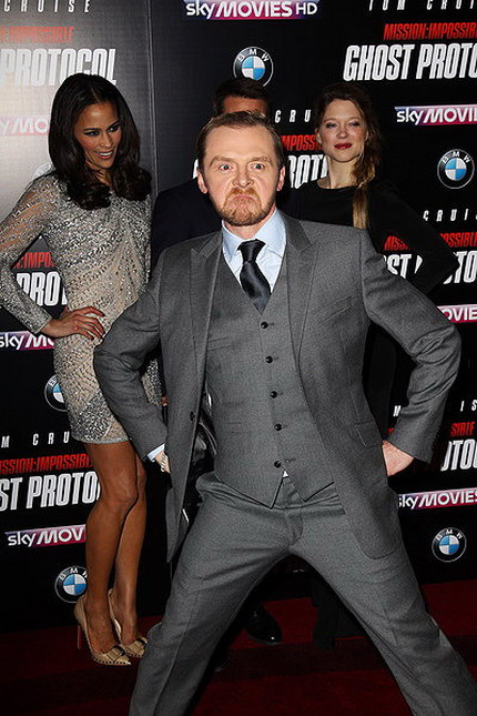 Simon Pegg photobomb